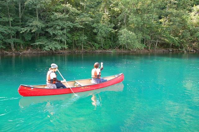 これからの季節おすすめは支笏湖のカナディアンカヌーツアー