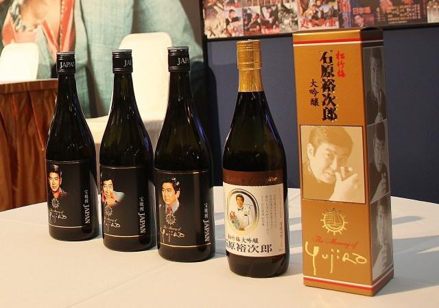 左から宝焼酎「JAPAN」デザインA・B・C、特撰松竹梅〈大吟醸〉