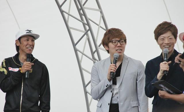 葛西紀明選手(左)を迎えたトークショー